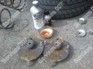 Atraminiu amortizatoriaus plokšteliu tvarkymas ir pažeisto metalo šalinimas