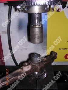 Sailentbloku presavimas naudojat hidraulini presa ir reikalingus perejimus kad nepažeistume gumos