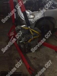 Iškeliamas ir išimamas Honda CRX variklis