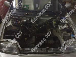 Honda CRX variklio skyrius be variklio, sekančiu žingsniu bus įkeliamas kitas variklis