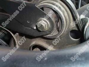 Plyšusi variklio pagalė - guminė dalis plyšusi
