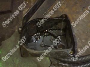 Honda paskirstytojo dangtelis kurio viduje yra tepalo
