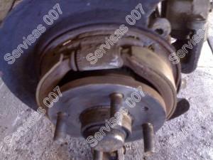 Rankinio stabdžio kaladėlės disko viduje