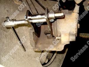 Suporto stumuokliuko suspaudimas panaudojant specialų įrankį