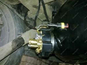 Išorinis vietoje atsarginio rato dujų balionas kartu su BRC multivožtuvu Ford Galaxy automobilyje