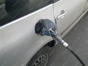 Dujų pildymas prie benzino užpylimo