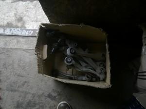 Daugiasvirtė pakaba - ruošiamos šakės kurios bus vežamos restauruoti