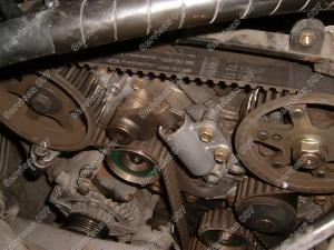 Senasis paskirstymo diržas, hidraulinis įtempėjas ir guoliai Toyota D-4D variklyje