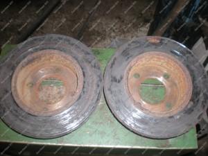 Galinių stabdžių diskų vaizdas - rūdys, akivaizdu kad stabdžiai normaliai neveikė;