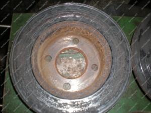 Galiniai stabdžių diskai - jų paviršius nuslidintos rūdys, tokių diskų niekas jau neatgaivins nebent jų paviršiaus nutekinimas;