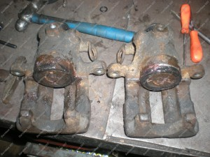 Atrestauruoti galiniai stabdžių suportai - Audi 80 B4