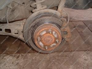 Stabdžių diskas stabdomas ne visu plotu o tik dalimi