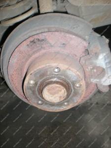 Audi A6 galiniai stabdžiai ir jų esama būklė prieš remontą Servise 007