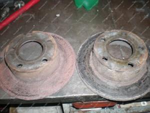 Senieji stabdžių diskai - tokius stabdžių diskus belieka tik išmesti ir dėti naujus;