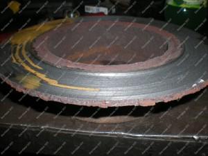 Stabdžių diskas kuris stabdė stumokliuko o ne stabdžių kaladėlės pagalba;