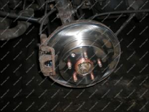 Galinių stabdžių remontas Servise 007 - nauji stabdžių diskai ir naujos stabdžių kaladėlės