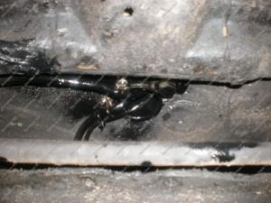 Vamzdukai ir visos pažeistos kėbulo vietos montuojant dujų įrangą Servise 007 padengiamos antikorozine danga