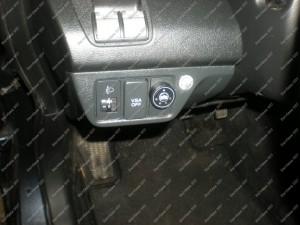 Dujų jungiklis Honda FRV automobilio salone, kairiau vairo - sumontuotas Servise 007