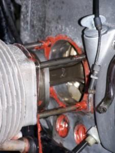 Perteklinis silikono/hermetiko naudojimas gali privesti iki rimtų variklio gedimų;