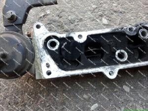 Įsiurbimo kolektoriaus vidinių sklendžių plokštelės nukrenta ir gali patekti į variklio vidų;