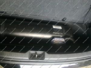 Toyota Avensis Verso nestandartinis dujų balionas, jis nedidelio diametro bet ilgas, kaip tik telpantis į bagažinės nišą;