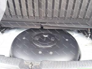 46 litrų dujų balionas vietoje atsarginio rato Mazda 5 automobilyje. Tam kad šis balionas tilptų reikia pakelti galines sėdynes šiek tiek;