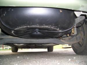 Pavyzdys kaip neturi būti montuojami dujų balionai automobilio išorėje ar viduje;