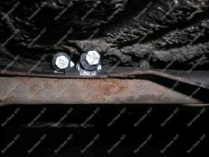 Nauji kuro vamzdukai sujungiami kuro šlangelių dėka;