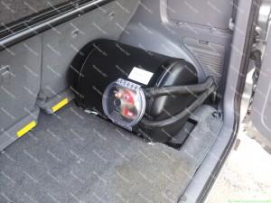Tvarkingai sumontuotas, neapibraižytas, nuvalytas ir švarus dujų balionas po dujų įrangos montavimo darbų Servise 007