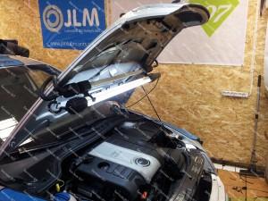 Dujų įrangos montavimas Servise 007 į TFSI - variklio skyrius;