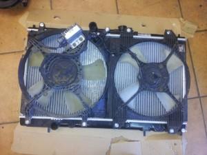 Prisukame prie naujo radiatoriaus ventiliatorius, panaudojame naujus varžtus