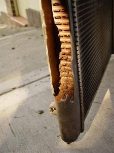 Dėvėti, blogi ir seni aušinimo sistemos radiatoriai