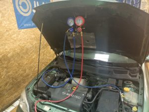 Kondicionieriaus sandarumo patikrinimas Servise 007 naudojant azoto dujas