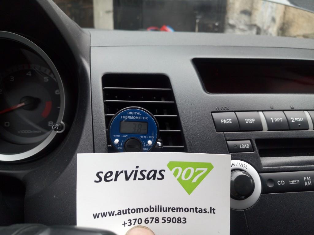 Oro temperatūros automobilio salone matavimas įjungus kondicionierių po sistemos papildymo