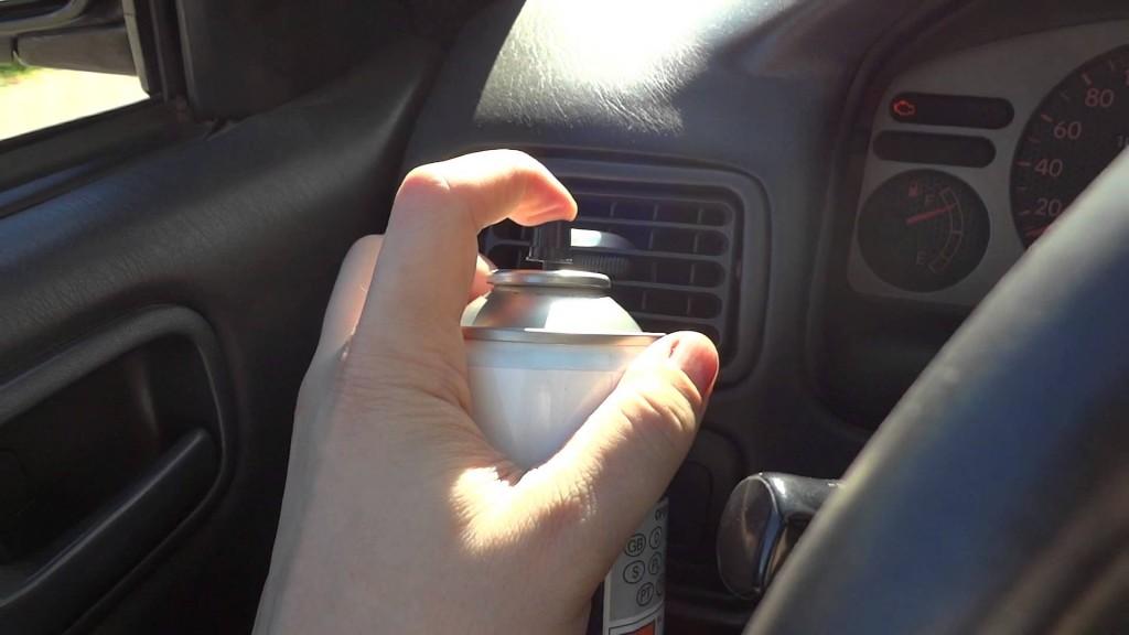 Kondicionieriaus sistemos dezinfekcija iš automobilio salono