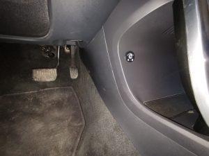 Volvo XC60 centrinėje konsolėje montuojamas apvalus dujų įrangos jungtukas
