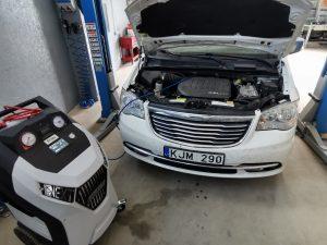 Chrysler Town And Country kondicionieriaus pildymas R134a freonu